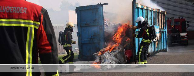 GRONINGEN – Een container met afval op een terrein aan de Rouaanstraat in Groningen stond vrijdagmiddag in brand. De brandweer heeft het vuur geblust, maar dat was nog niet zo eenvouding. Van boven […]