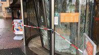 STEENWIJK – Een automobiliste is maandag tegen het middaguur de Rabobank in Steenwijk binnen gereden. Dit gebeurde aan de Meppelerweg. De hoofdingang is dusdanig beschadigd dat klanten de bank niet meer binnen kunnen. […]