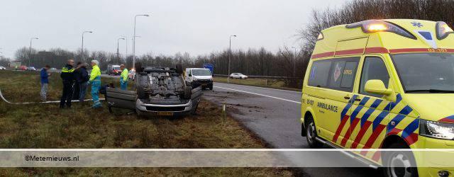 HOOGEVEEN – Op het knooppunt Hoogeveen, rijrichting Hoogeveen – Meppel, is maandagmiddag een auto over de kop geslagen met daarin drie personen. Een van de inzittenden raakte hierbij licht gewond. Over de oorzaak […]