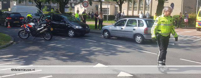 ASSEN – Aan de lagerloflaan in Assen zijn donderdagmiddag twee personenauto's opelkaar gereden. Een persoon raakte hierbij gewond. Over de oorzaak is nog niets bekend. De verkeers analisten van de politie doen onderzoek […]