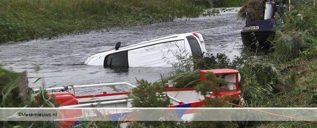 GIETHOORN – Een personenauto is woensdagochtend in het water van de Thijssengracht in Giethoorn terecht gekomen. De bestuurder was niet meer bij het voertuig aanwezig. Of de storm het ongeval heeft veroorzaakt is […]