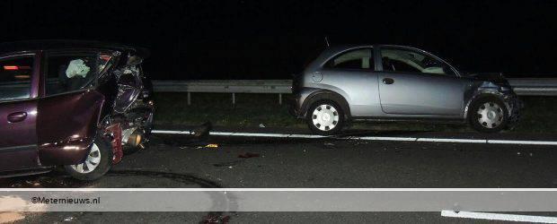 HOOGEVEEN – Op de A28 bij het knooppunt Hoogeveen zijn zondagavond drie auto's opelkaar gereden en is een ravage ontstaan. Ook werd er een gewonde naar het ziekenhuis overgebracht. Dusdanig dat de A28 […]