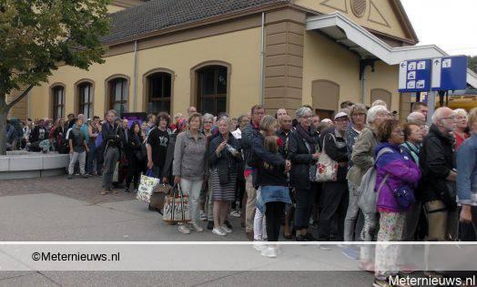 HONDERDEN PASSAGIERS VAST OP STATION MEPPEL NA LEIDING BREUK SPO
