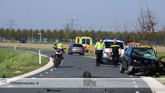 Frontale aanrijding met twee gewonden in Loppersum.