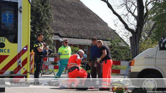 Fietser ernstig gewond na botsing tegen busje in Harkstede.