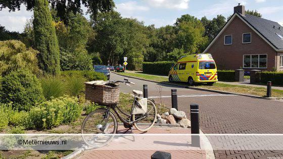 Fietsster licht gewond na botsing tegen auto in Noordscheschut.