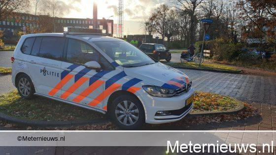 Fiesster gewond na botsing tegen auto in Assen.