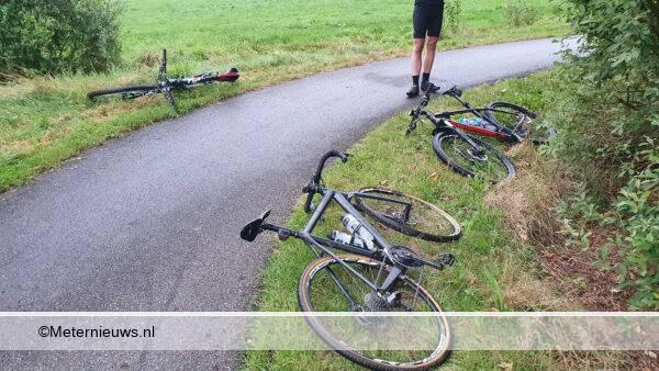 wielrenners botsen in Roderech