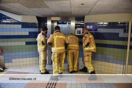 vrouw vast in horror lift station meppel