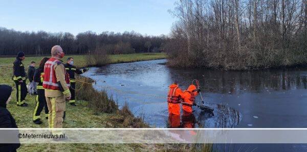 brandweer zoekt onder ijs naar poes Assen