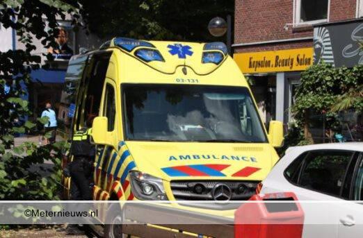 fiester botst tegen auto in Emmen