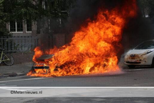 auto in brand Groningen