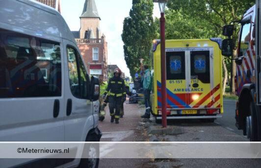 auto op geparkeerd busje in Musselkanaal