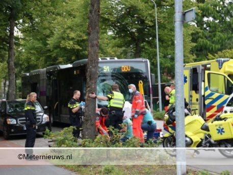 zeer ernstig ongeval fietser onder passagiersbus in Groningen