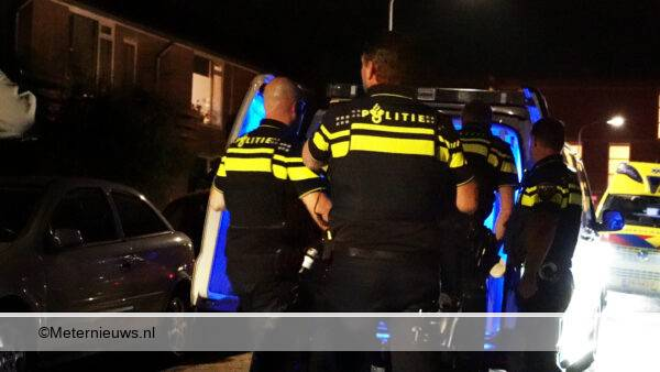 politie haalt man uit woning Veendam