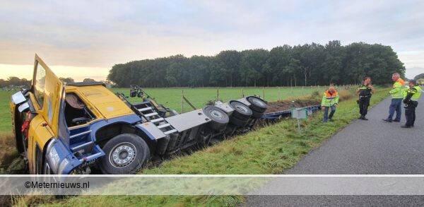 vrachtwagen de slooot in A28 Pesse